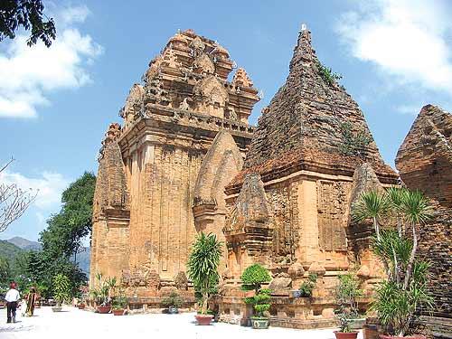 http://vietnamholiday.com/wp-content/uploads/2014/12/dao-hon-mun.jpg