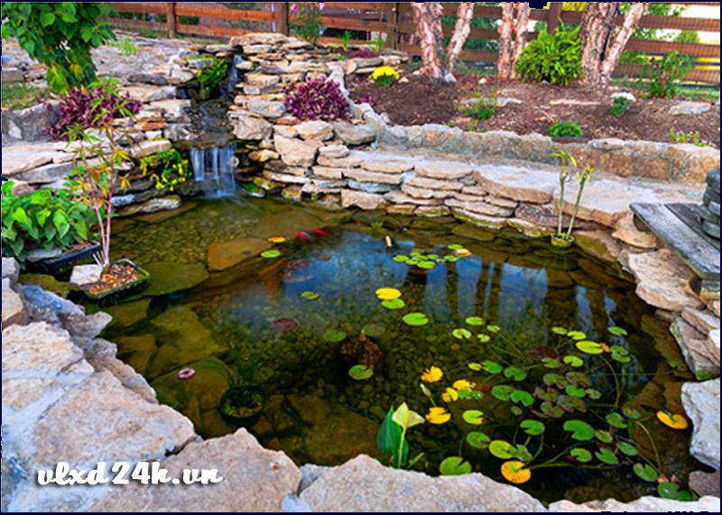 Trang trí sân vườn với đá tự nhiên