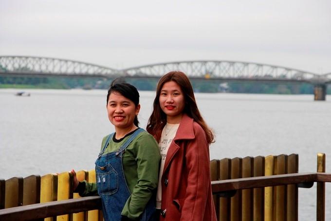 cau_di_bo_lat_go_lim_tren_song_huong_gay_an_tuong_cho_du_khach_tham_quan