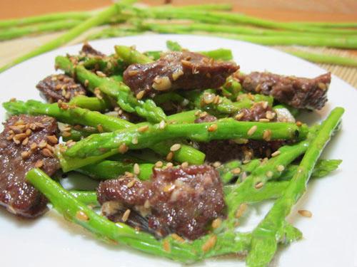 cách chế biến măng tây xào thịt bò