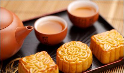 Nước đường trong, sánh và sậm màu vàng giúp bánh nướng trở nên đẹp mắt hơn