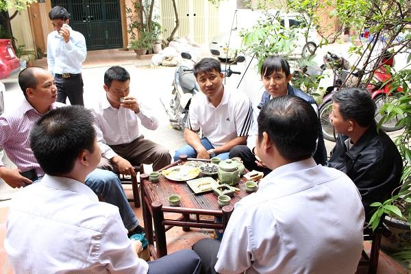thưởng thức trà Tân Cương Thái Nguyên