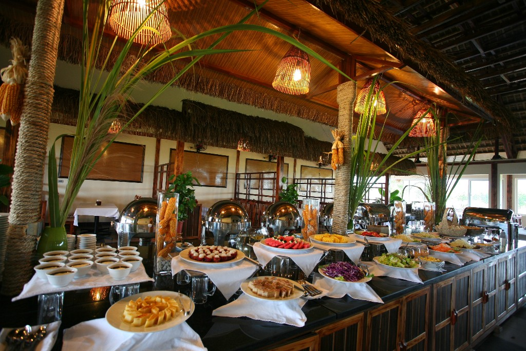 nha-hang-buffet-cuc-phuong-resort