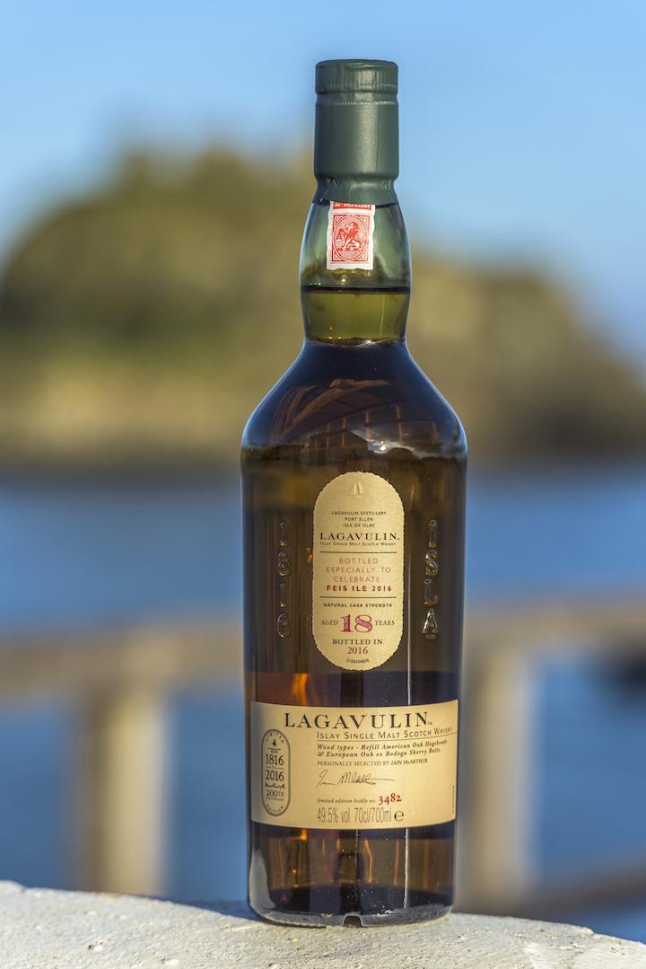 giá rượu Lagavulin 18 năm