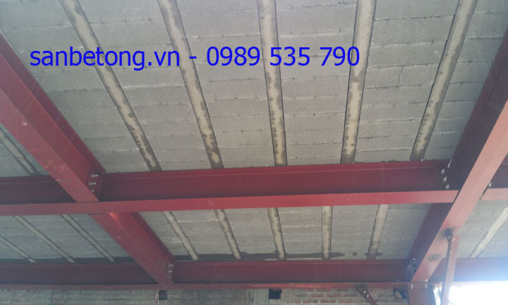 Mặt dưới sàn bê tông siêu nhẹ và khung thép tiền chế