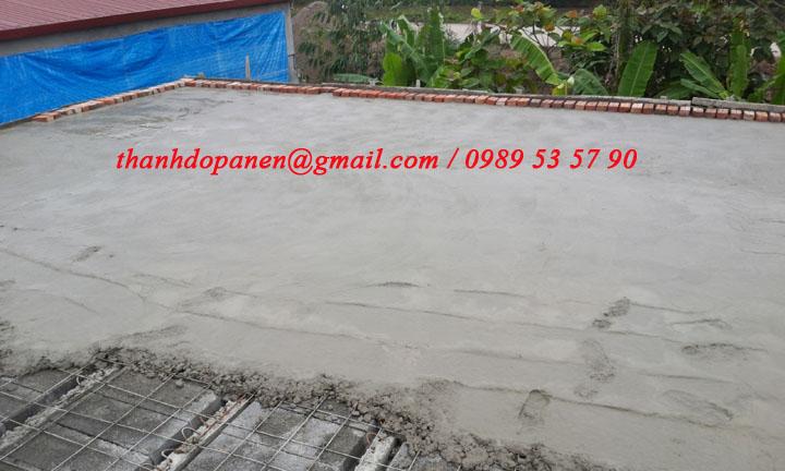 Mặt sàn bê tông panel nhẹ được đổ lớp bê tông tươi tạo kết dính
