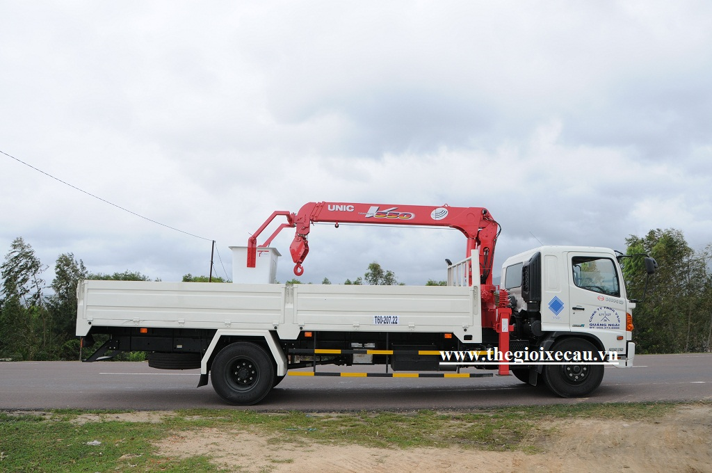 Bán xe tải gắn cẩu Unic 5 tấn UR-V550