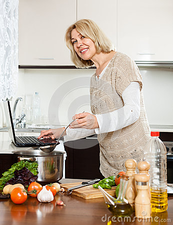 mature-housewife-.jpg