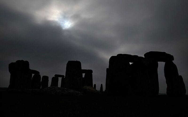 stonehenge moonlight - 670×419